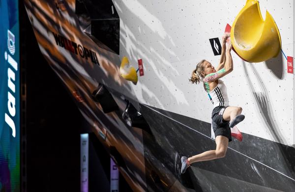 Neustavljiva Janja Garnbret:  Po naslovu balvanske svetovne prvakinje je bila okronana še za prvakinjo v olimpijski kombinaciji