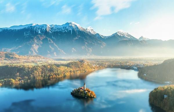 Priljubljeni popotniški vodnik  ponovno opeva lepote Slovenije