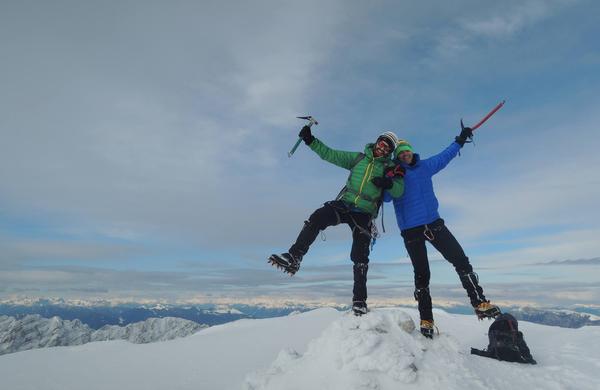 Varno v zasnežene gore: Če niste vešči snežnih razmer v gorah, se letos udeležite tečaja!