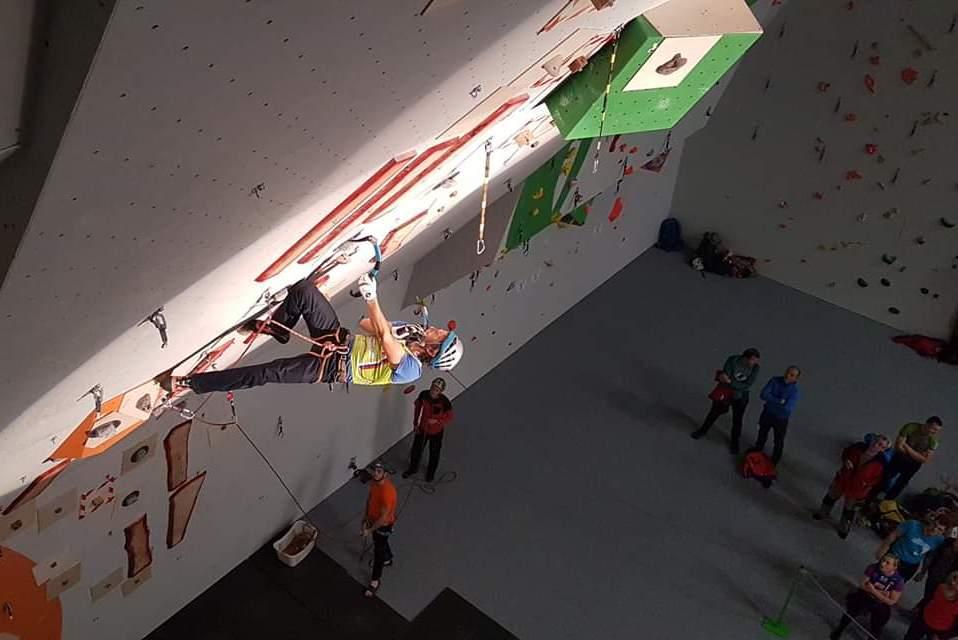 Šuštarjeva zmagala, Habjan tretji na tekmi EP v lednem plezanju na Slovaškem