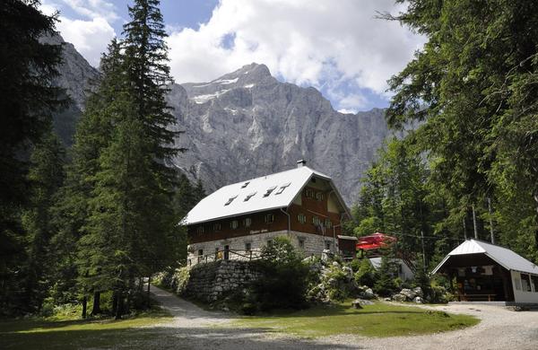 Opozorila PZS: Za planinske koče in planinske poti zmanjkuje denarja