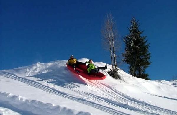 Pogrešate poletne aktivnosti? Poskusite snežni raft!