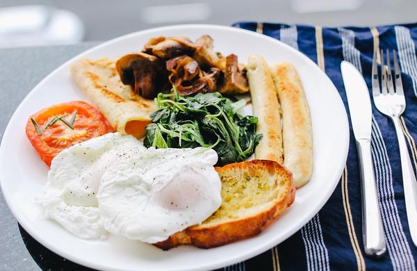 Zakaj je pomembno, da vsako jutro pojemo zajtrk?
