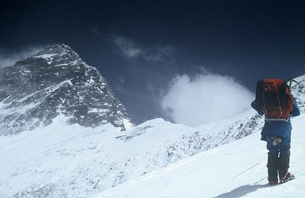 Everest pred 40 leti: En cilj, 25 zmagovalcev