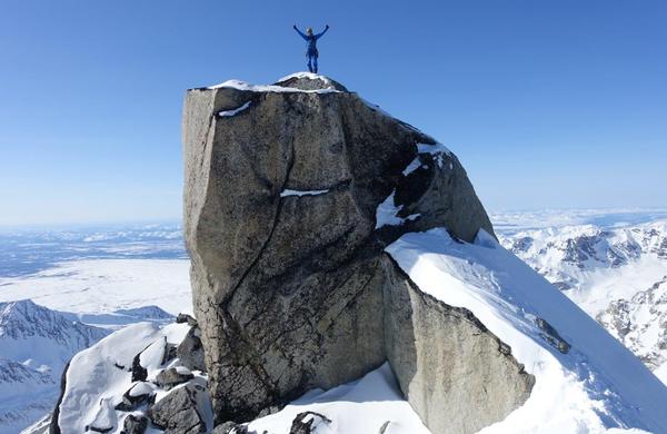 Svoljšak in Zupin z Aljaske s 5 prvenstvenimi smermi in 3 prvimi pristopi na vrh