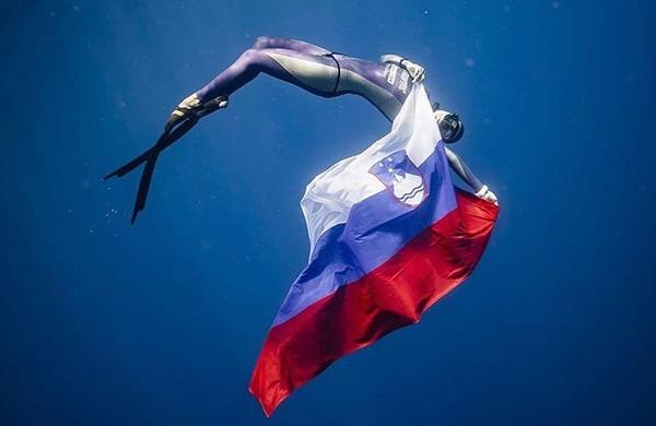 Alenka Artnik kot prva ženska presegla magično mejo 110 metrov