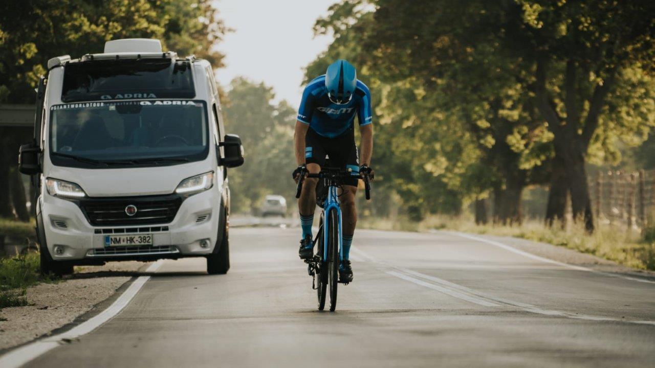 Ena vtičnica, dve kolesi, štiri celine, sto dni in 29.000 kilometrov