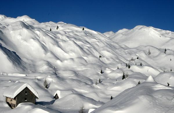 Zasnežen gorski svet nas bo počakal - ne z glavo skozi zid in za vsako ceno v gore