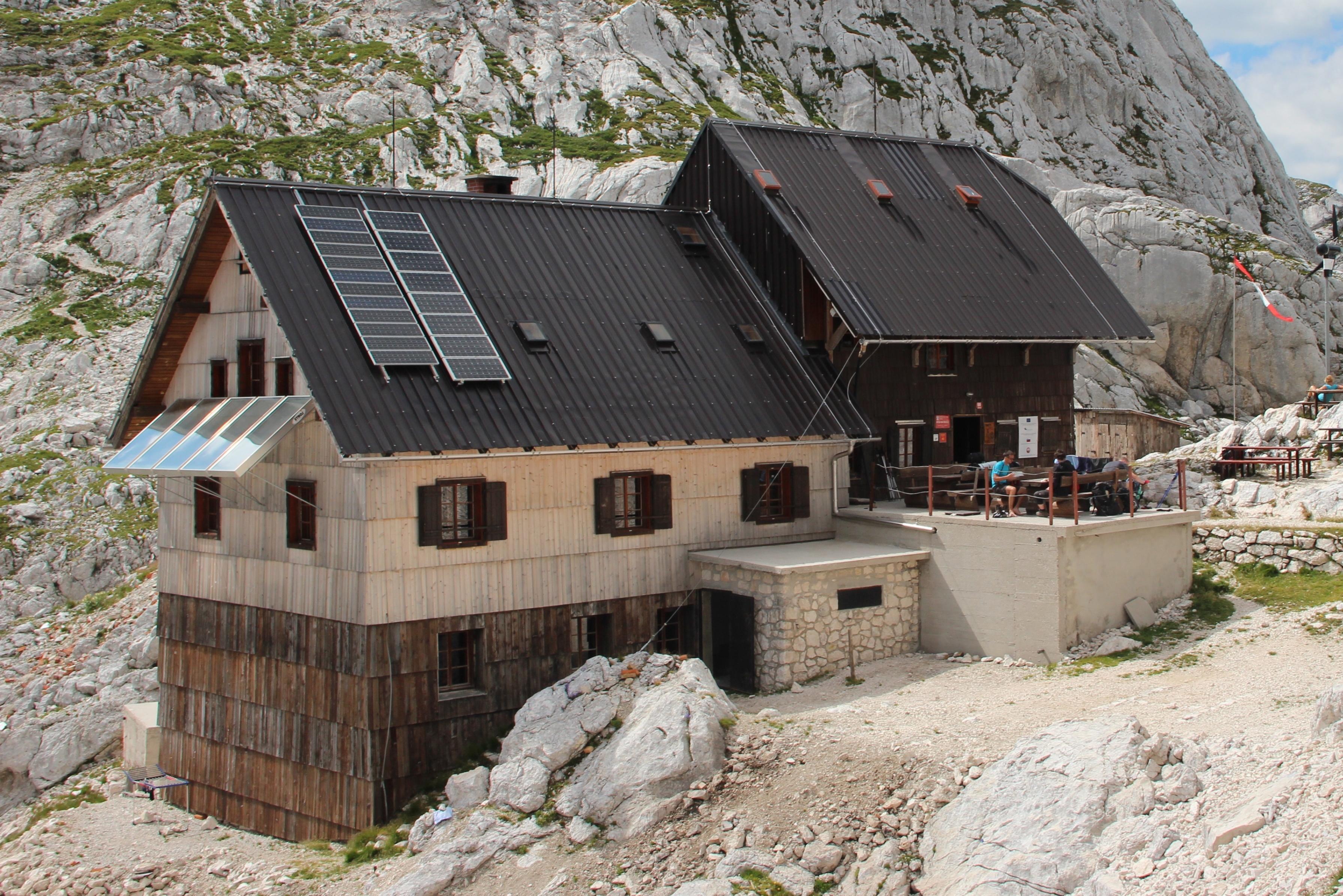 PZS vabi h koriščenju turističnih bonov v planinskih kočah