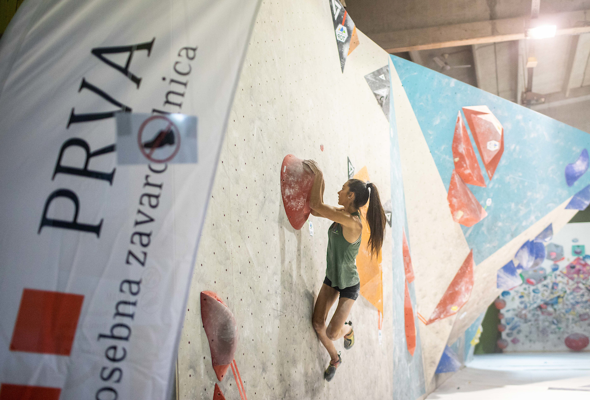 Kljub negotovi tekmovalni sezoni športni plezalci trenirajo v polnem zamahu
