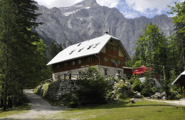 V planinski rezervacijski sistem vključene prve koče