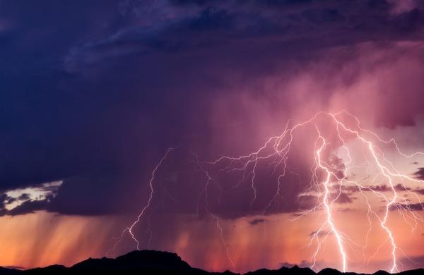 Kaj storiti, če vas v gorah ujame nevihta?