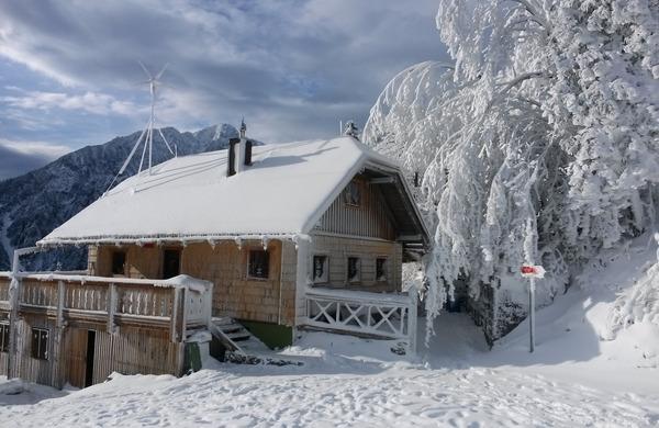 Prvi sneg še pospešil zapiranje visokogorskih koč