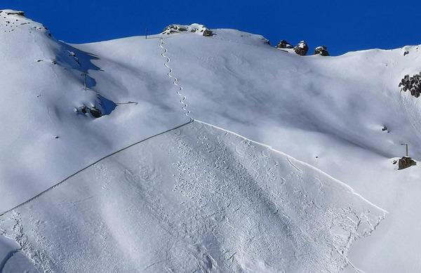 Ponekod v gorah že nevarnost plazov