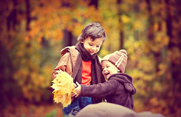 5 idej, kako popestriti jesenski sprehod z otroki