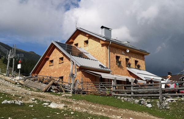 Krekova koča na Ratitovcu naj visokogorska in Dom na Kofcah naj planinska koča 2021